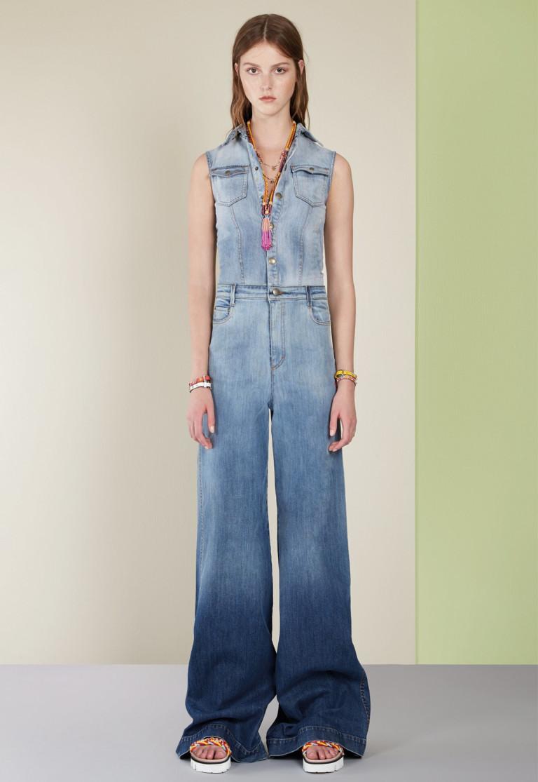 Удобный джинсовый комбинезон для пикника. Вариант от Red Valentino