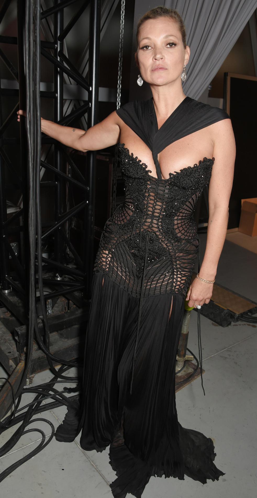 Кейт Мосс часто выбирает открытые наряды для торжественных случаев