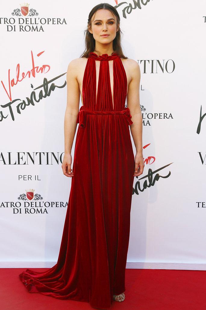 Для красной дорожки Найтли выбирает оригинальные платья