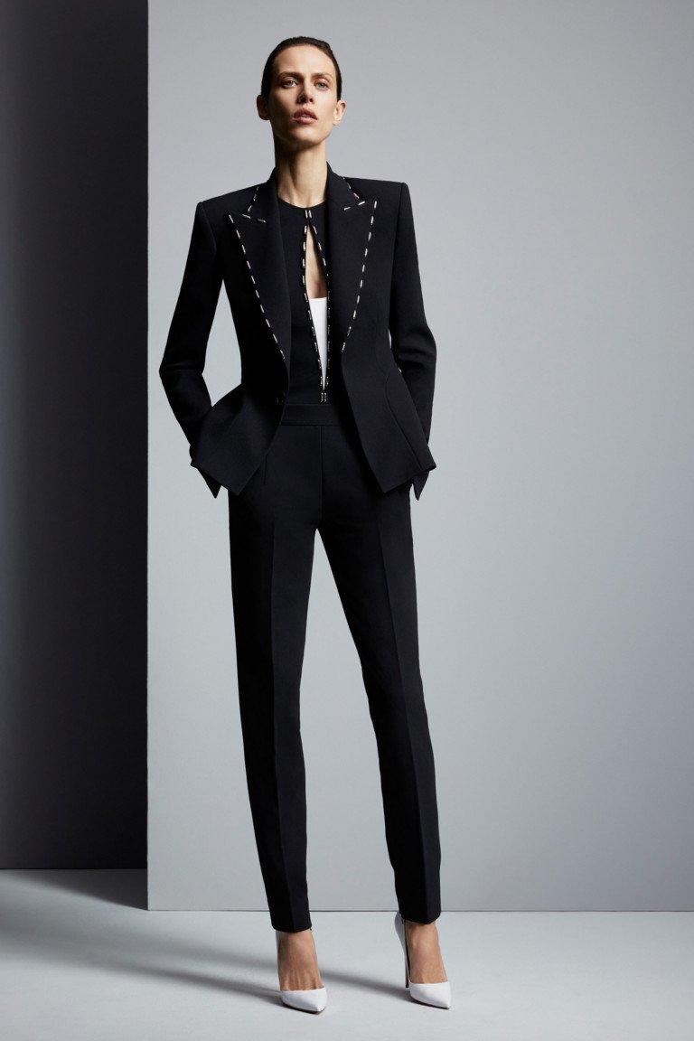 Черный деловой костюм от Mugler