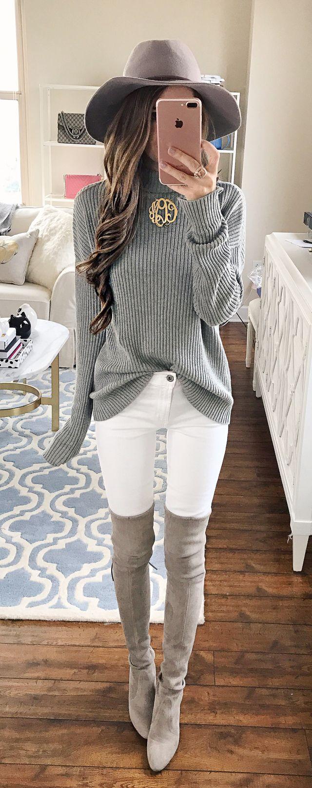 Белые джинсы в сочетании с ботфортами