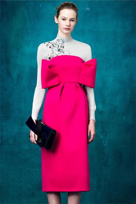 Платье цвета фуксии в коллекции Delpozo