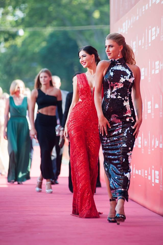 Красная дорожка встречала гостей церемонии закрытия ОМКФ-2017