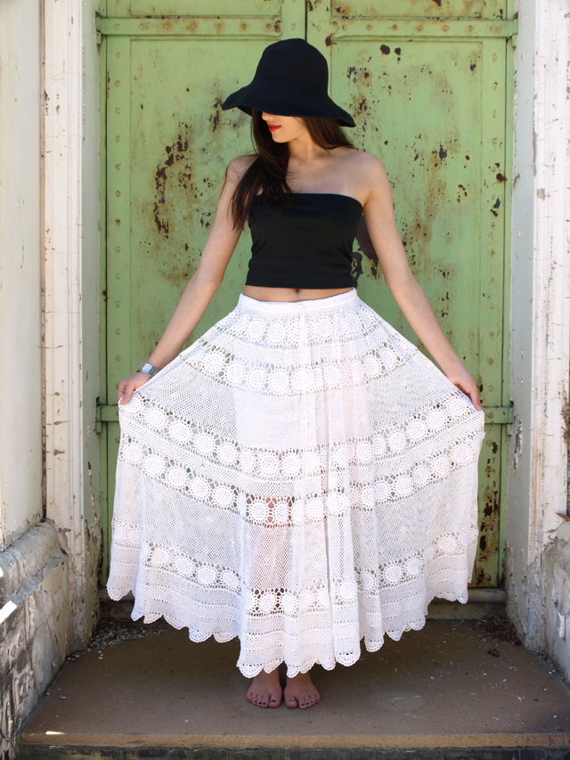 Белая кружевная юбка для солнечного дня