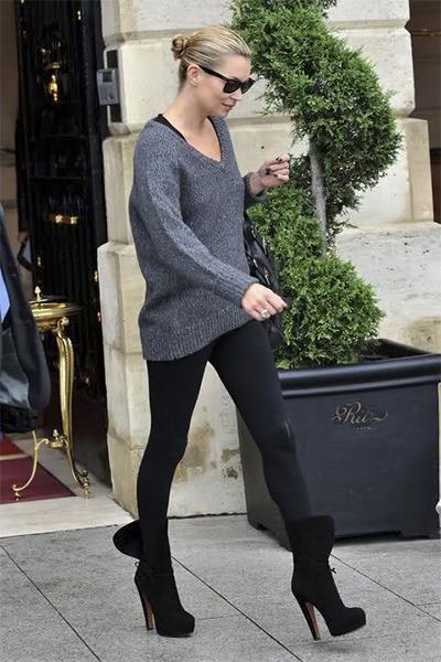 Кейт Мосс в жизни: объемный свитер и узкие штаны