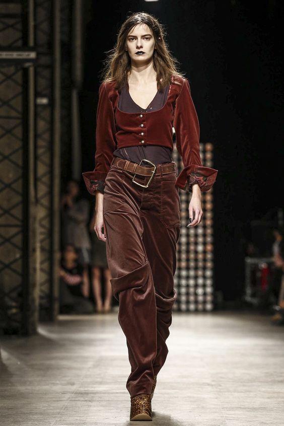 Вариант пиратки от Vivienne Westwood можно взять за основу будущего наряда