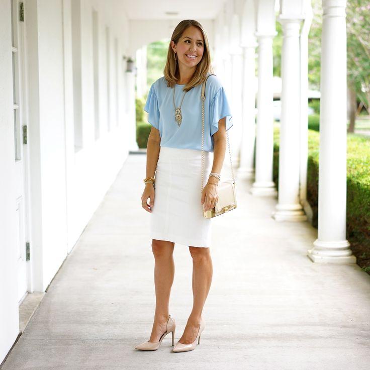 Белая юбка-карандаш подойдет для делового стиля