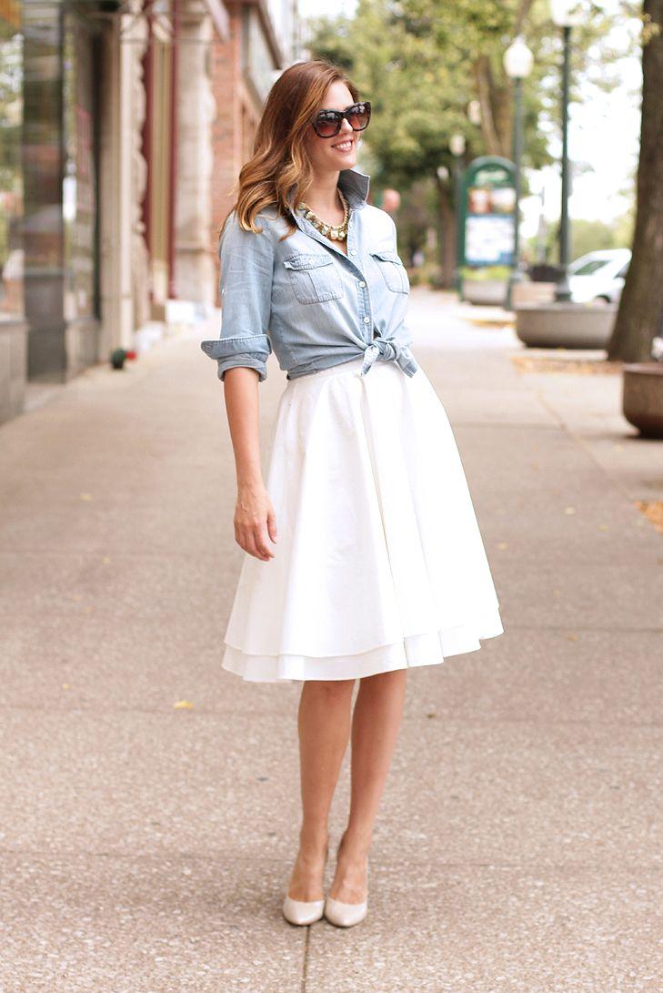 Белая юбка и джинсовая рубашка