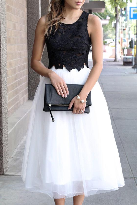 Белая юбка-пачка и черный кружевной топ