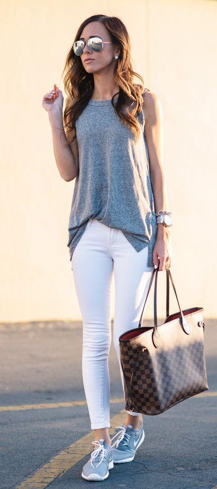 Всегда можно надеть белые джинсы с любимыми кроссовками