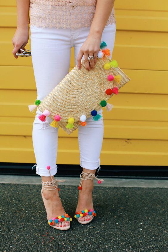 Белые джинсы - базовая основа любого наряда