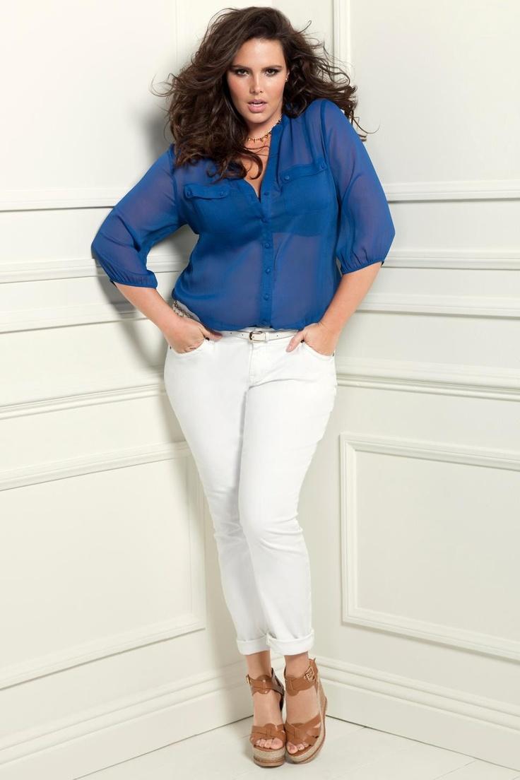 Вариант как носить белые джинсы девушкам с пышной фигурой