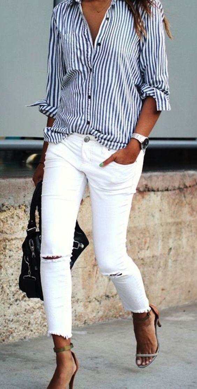 Для морского образа достаточно будет белых джинсов, полосатой рубашки и массивных часов