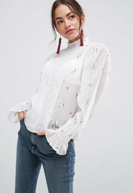 Стильная блузка в романтическом стиле в гардеробе старшеклассницы / студентки