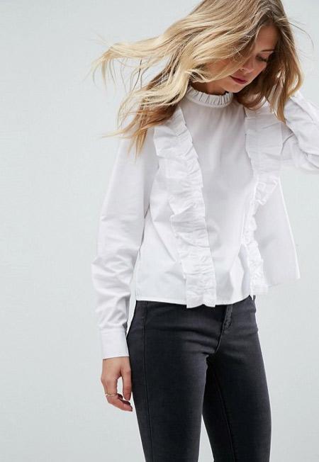 Модная белая блузка в гардеробе школьницы / студентки