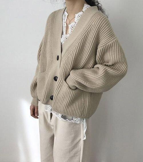 Кардиган в сочетании с широкими брюками