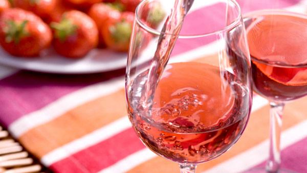 Как пить розовое вино