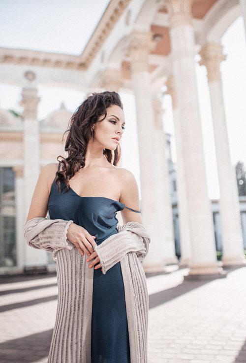 Платье и накидка от бренда KOZZYR на Анне Козырь