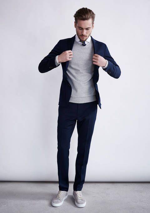 В образе smart casual для мужчин можно использовать кеды
