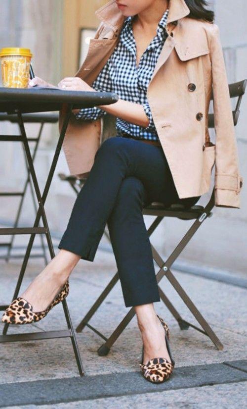Туфли на низком ходу с анималистичным принтом в составе образа smart casual