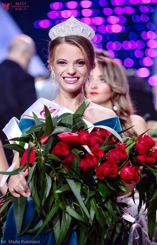 Победительница конкурса Miss Wheelchair World Александра Чичикова