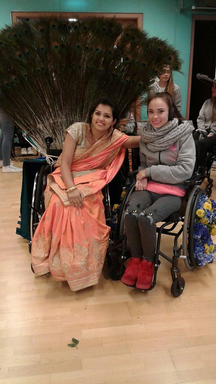 Оксана Кононец с участницей конкурса Miss Wheelchair World