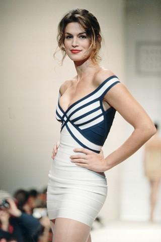 Синди Кроуфорд в платье Hervé Léger