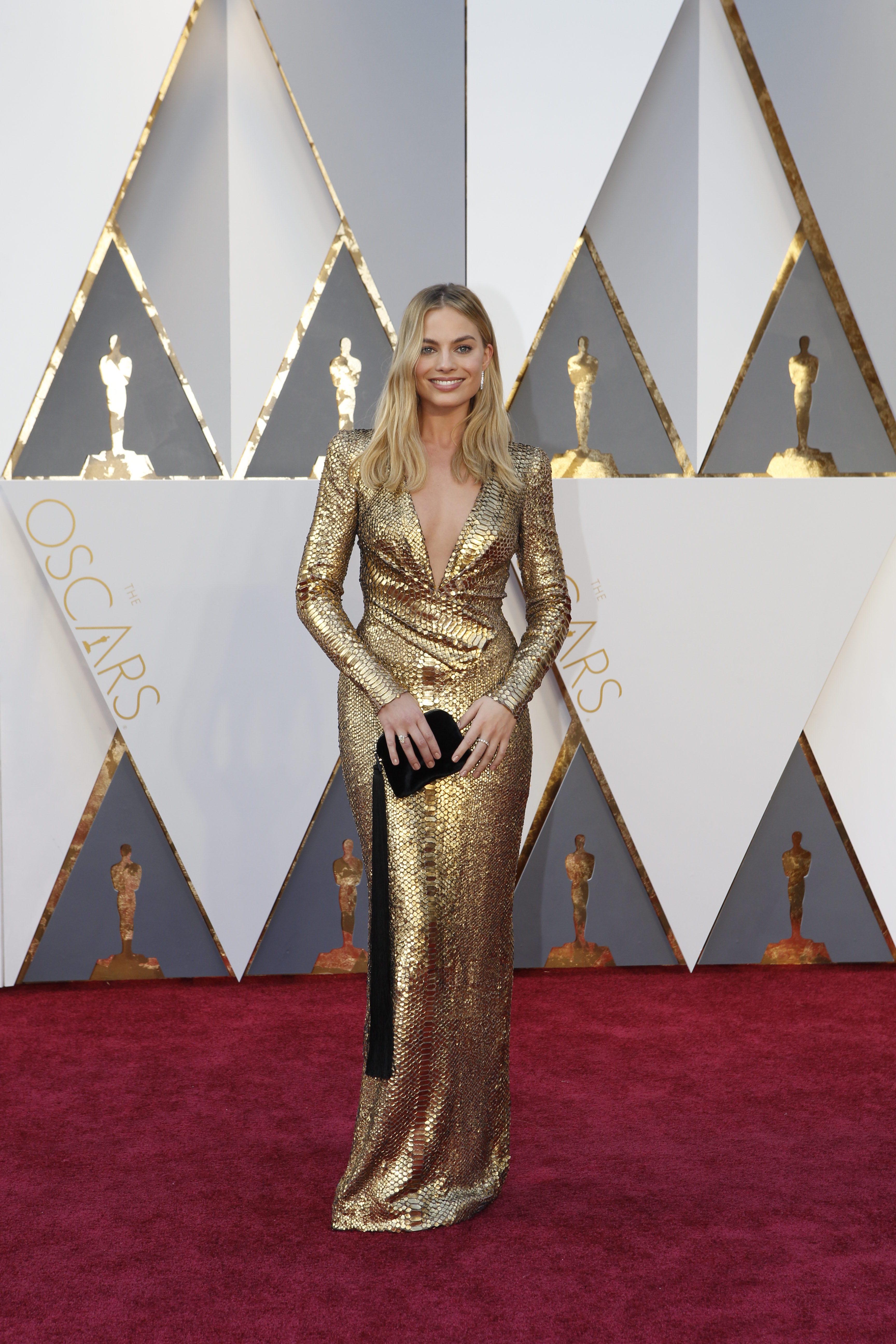 Марго Робби в роскошном золотом платье