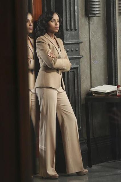 Оливия Поуп выбирает деловой стиль