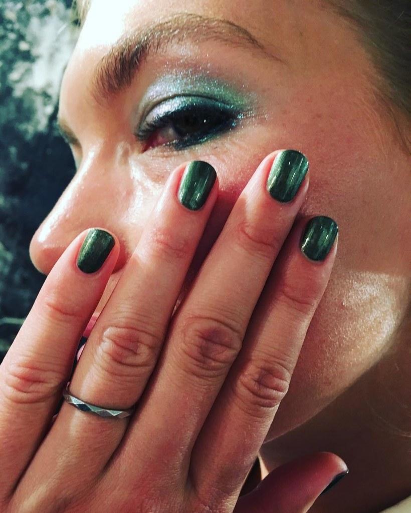 Ногти под цвет глаз - неплохой выбор! Для коллекции Topshop SS 2018