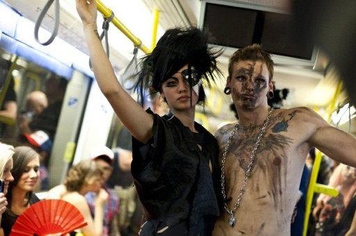 Показ моделей в берлинском метро Underground Catwalk