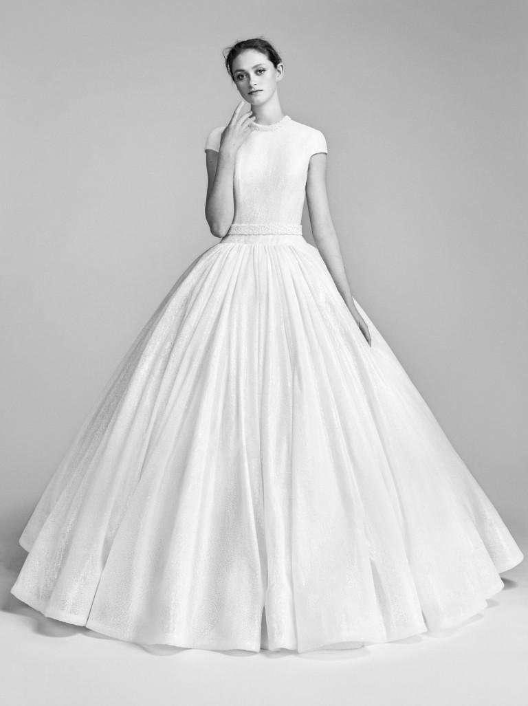 Достаточно сдержанное свадебное платье от Viktor Rolf
