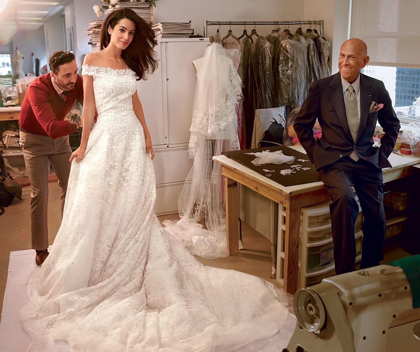Амаль Клуни на примерке платья у Оскара де ла Рента