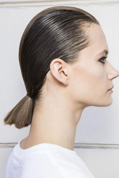 Низкий хвост для средней длины волос Cavalli весна-лето 2018
