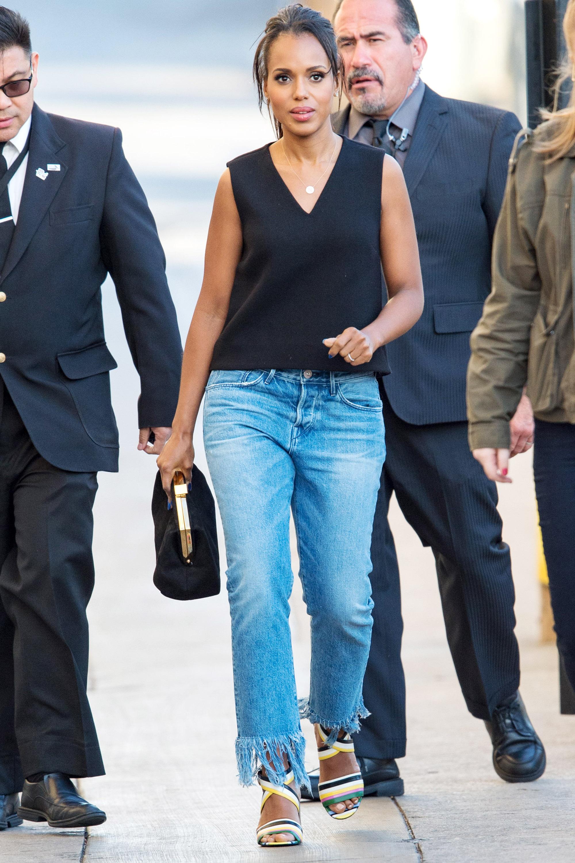 Керри Вашингтон в светлых джинсах и черной майке
