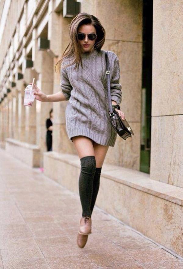 Формат Sweater Dress можно подкрепить трикотажными гольфами