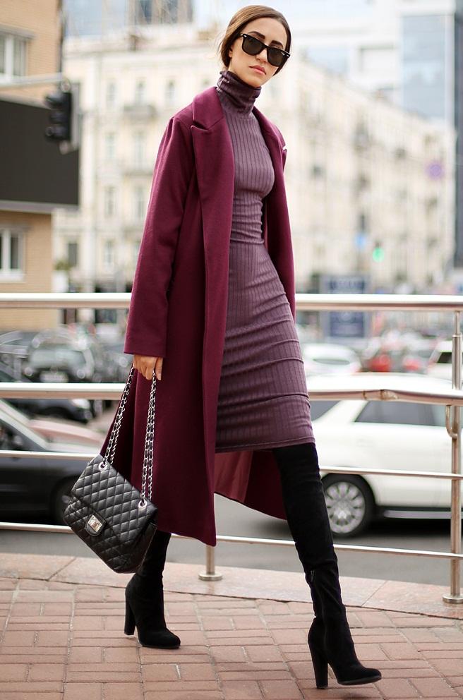 С чем носить платье-водолазку осенью: высокие сапоги и пальто