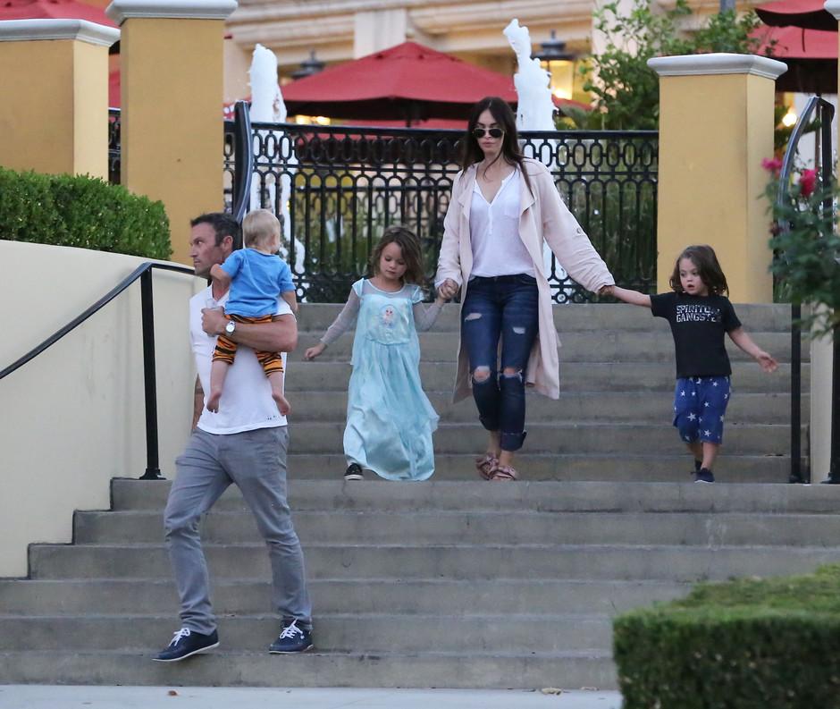Меган Фокс со своим семейством