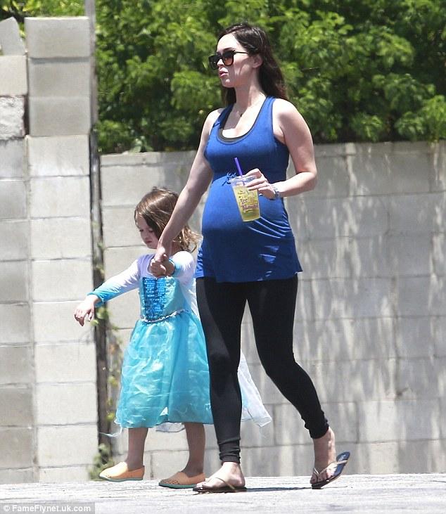 Меган Фокс и ее сын Ноа