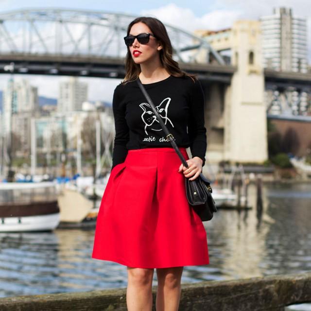 С чем носить пышную красную юбку