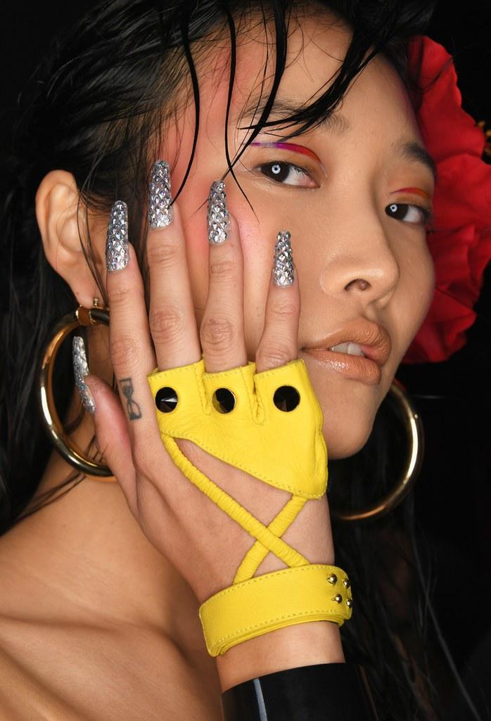 Узкие длинные ногти снова возвращаются в моду