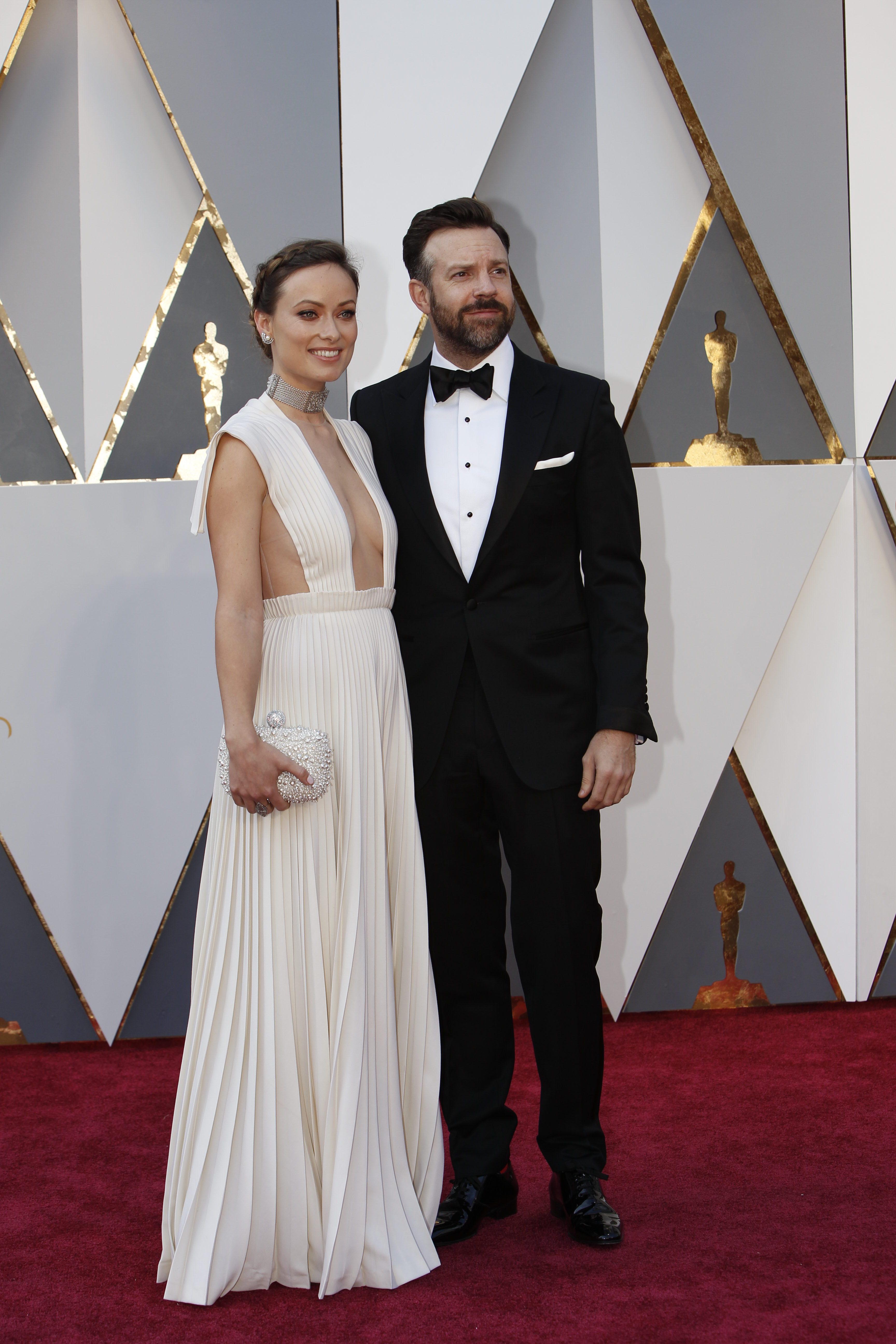 Оливия Уайлд в откровенном белом платье