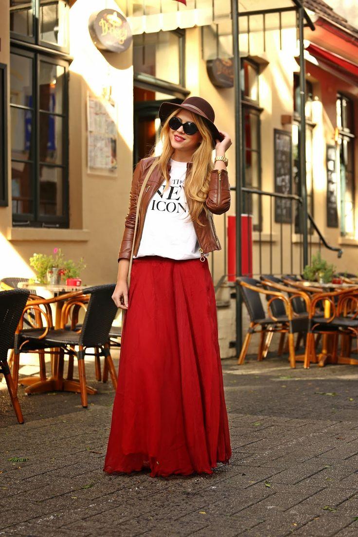 Вариант с чем носить красную юбку в пол