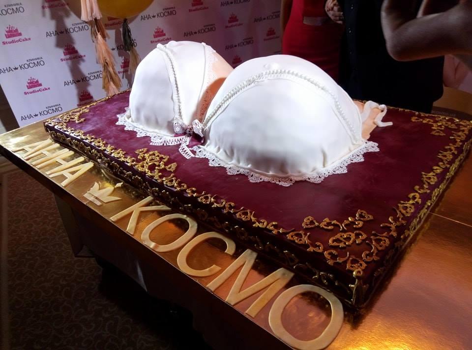 Символичное произведение искусство - праздничный торт