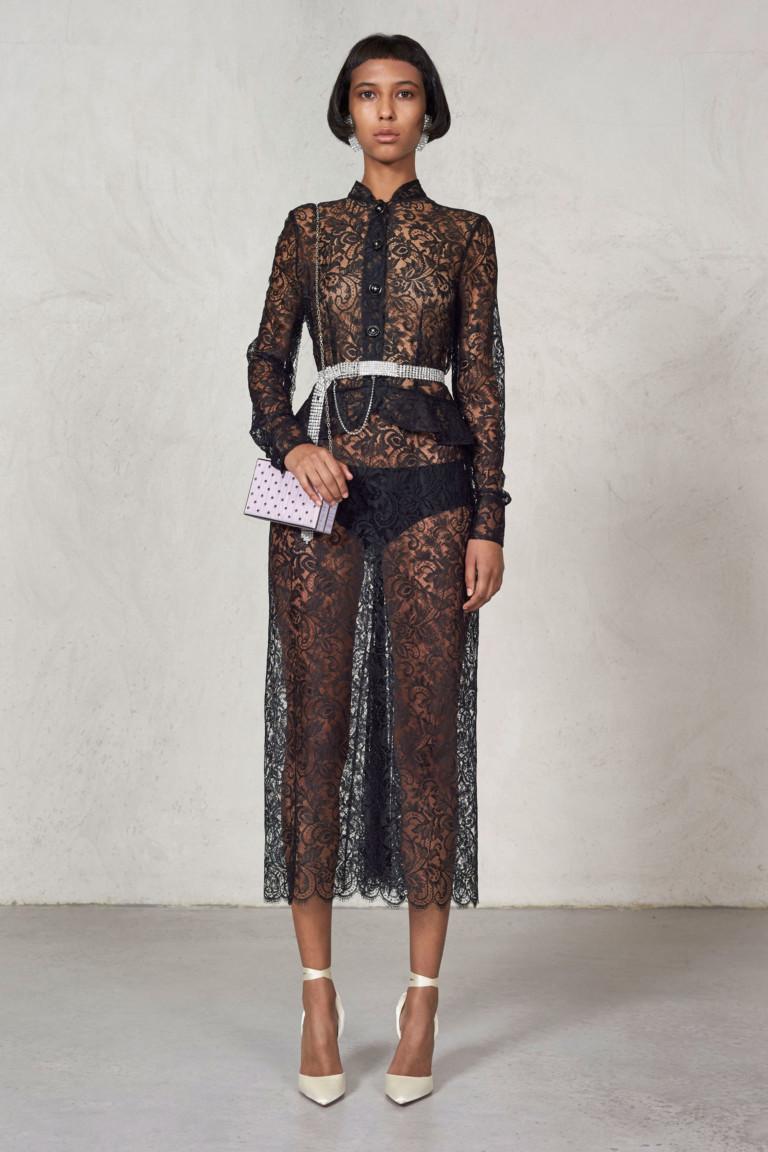 Модель прозрачного платья от Alessandra Rich