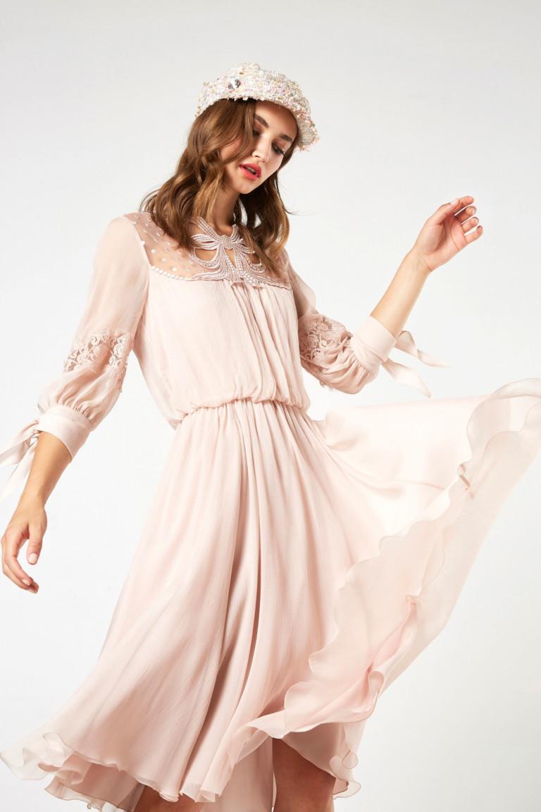 Пудрово-розовое платье из коллекции Blumarine весна-лето 2018