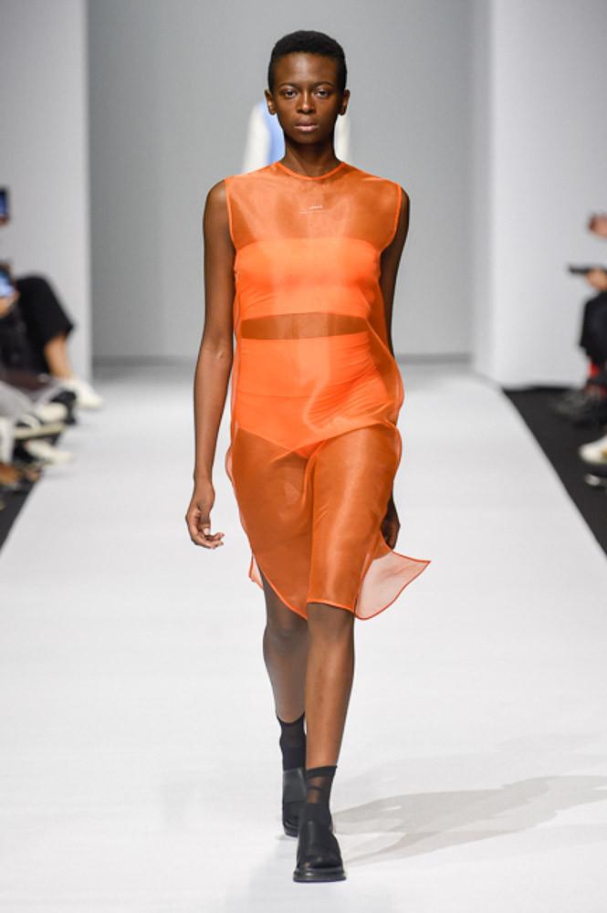 Яркое прозрачное платье от Démoo весна-лето 2018