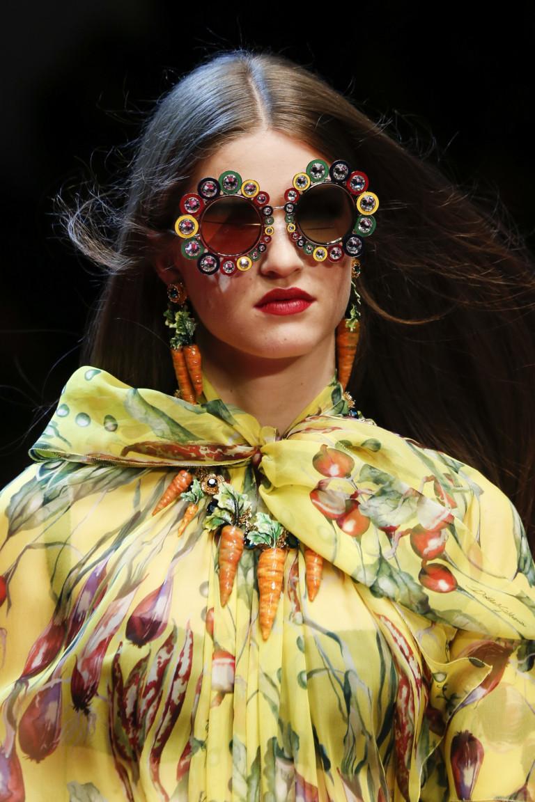 Круглые модные очки в коллекции Dolce Gabbana весна-лето 2018