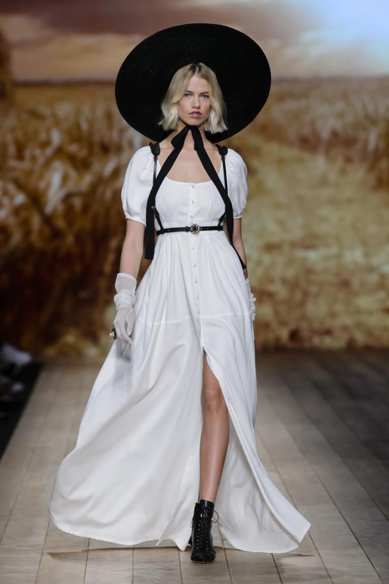 Платье с удлиненными рукавами-фонарями от Elisabetta Franchi