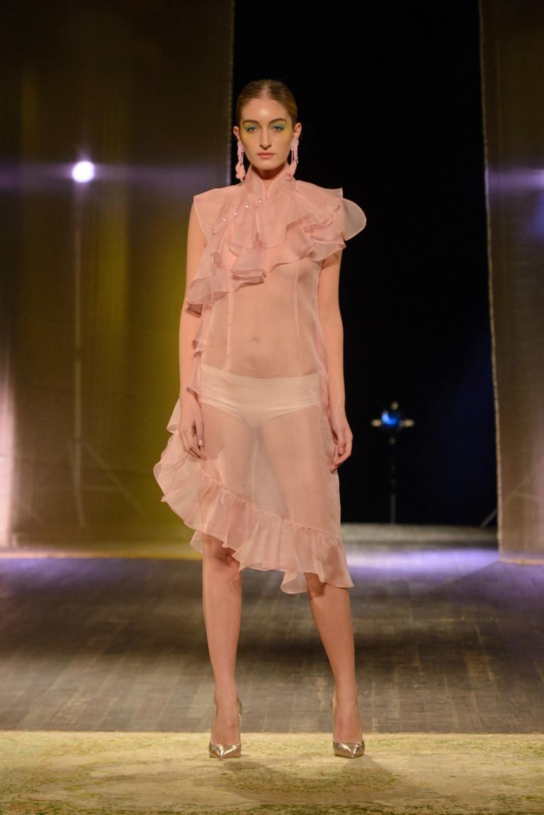 Прозрачное платье в оборках от Irma De Flore для сезона весна-лето 2018
